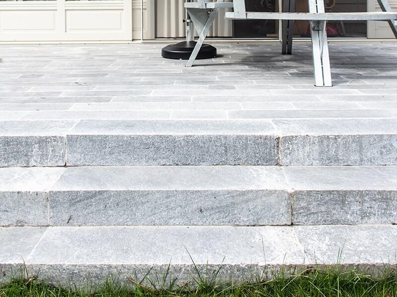 trappen terras natuursteen