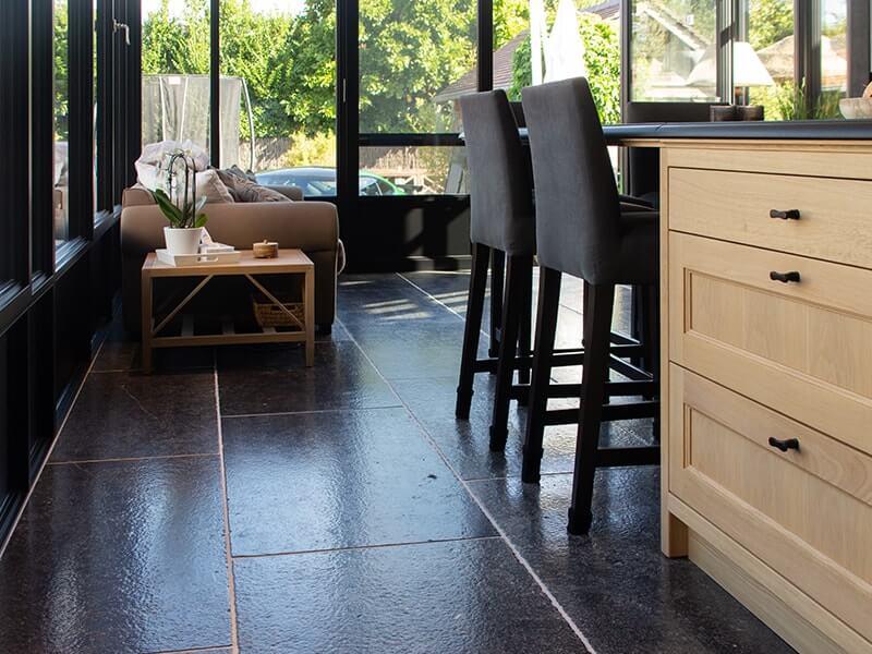 keuken en woonkamer inrichting met belgische blauwe steen