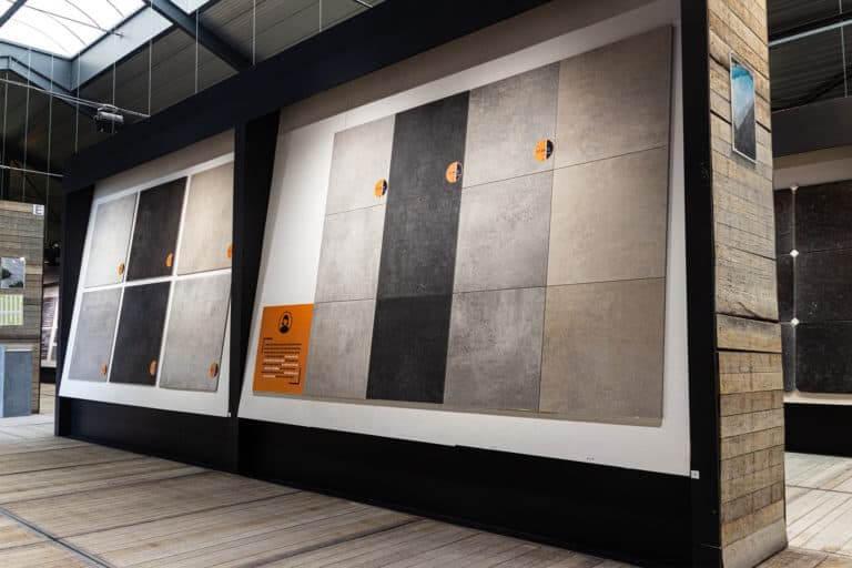 grote tegels in toonzaal van karamiek en natuursteen voor terras en oprit