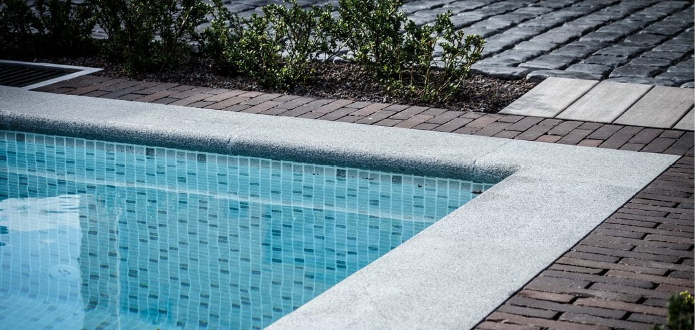 Zwembadboord natuursteen