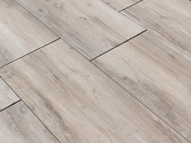 Keramische tegels groot formaat houtlook