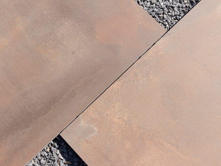 Keramische tegels groot formaat metaallook