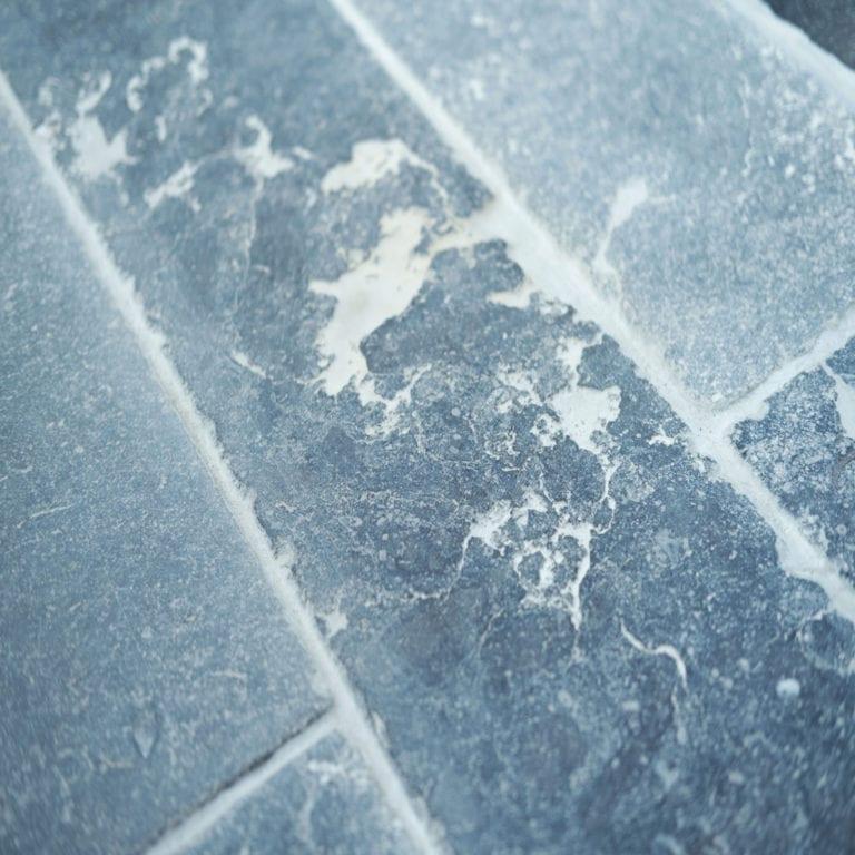 Verouderde afwerkingen Belgische blauwe steen manor stone