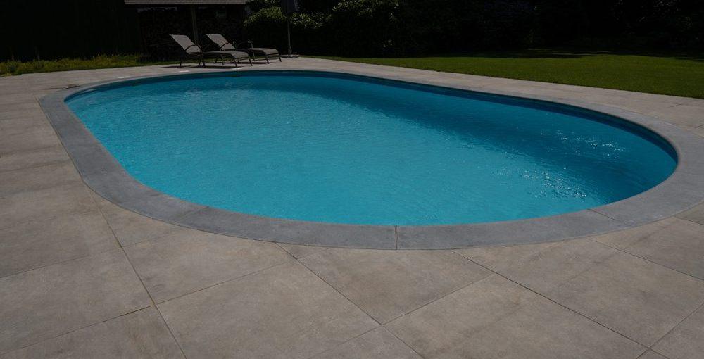 grey london mid en Belgische blauwe steen zwembadboorden